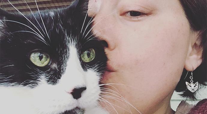 Кот пытался предупредить хозяйку о болезни, но она не понимала его «намеков»