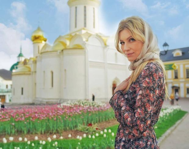 Фото №1 - Домашние куличи и яйца в стразах: как звезды отметили православную Пасху
