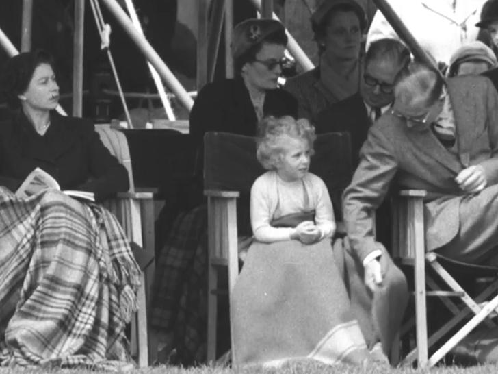 Фото №3 - Папина дочка: история самого милого фото принца Филиппа с маленькой Анной