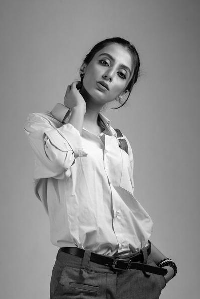 Фото №1 - Модный разговор с «Лаской»: Лина Дембикова рассказала, как выбрать белую рубашку и с чем ее носить, чтобы быть в тренде