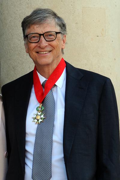 Фото №1 - Растолстел и зарос: как выглядит Билл Гейтс на прогулке с дочерью