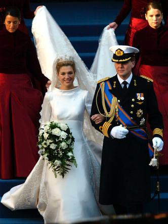 Фото №23 - Платья-близнецы: 15 слишком похожих свадебных нарядов королевских особ