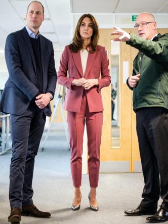 Фото №4 - Вдохновляясь Дианой: герцогиня Кейт и ее новый модный реверанс принцессе Уэльской