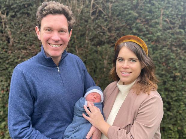 Фото №1 - Чем жизнь сына принцессы Евгении будет отличаться от жизни Джорджа, Шарлотты и Луи