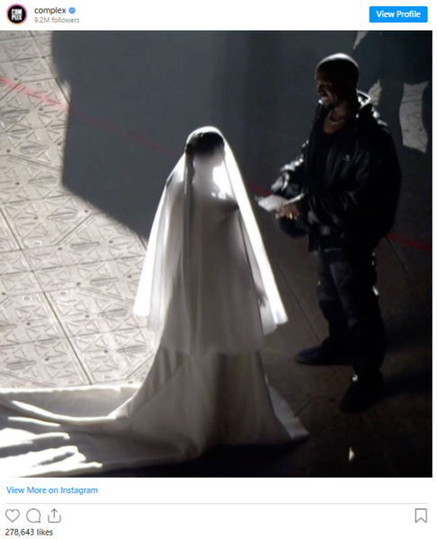 Фото №2 - Ким Кардашьян снова стала невестой на концерте Канье Уэста 🤯