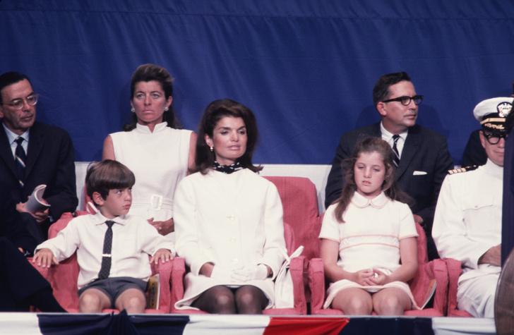 Фото №4 - Жизнь по протоколу: что нельзя делать женам президентов