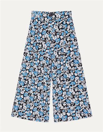 Фото №8 - 3 нескучных образа для тех, кому надоело носить только джинсы и футболки