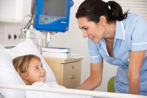 Фото №1 - Лечить обязательно (о медицинском страховании ребенка)