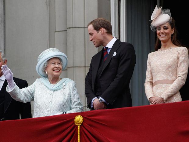 Фото №1 - Почему Елизавета считает, что Кембриджские больше подходят для престола, чем Чарльз