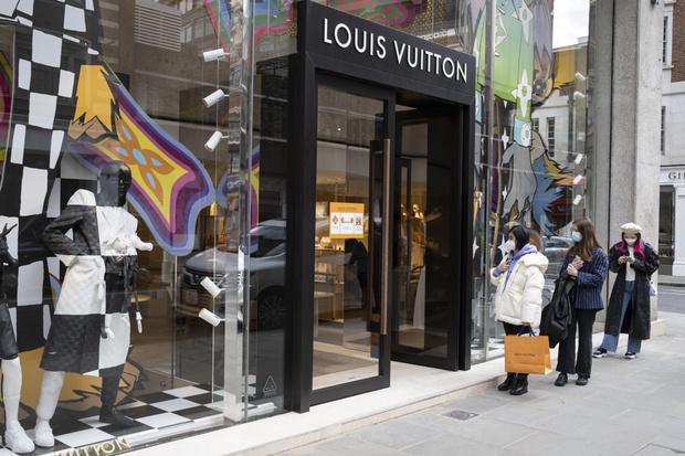Фото №1 - А где Анапа? Louis Vuitton представил самую российскую сумку