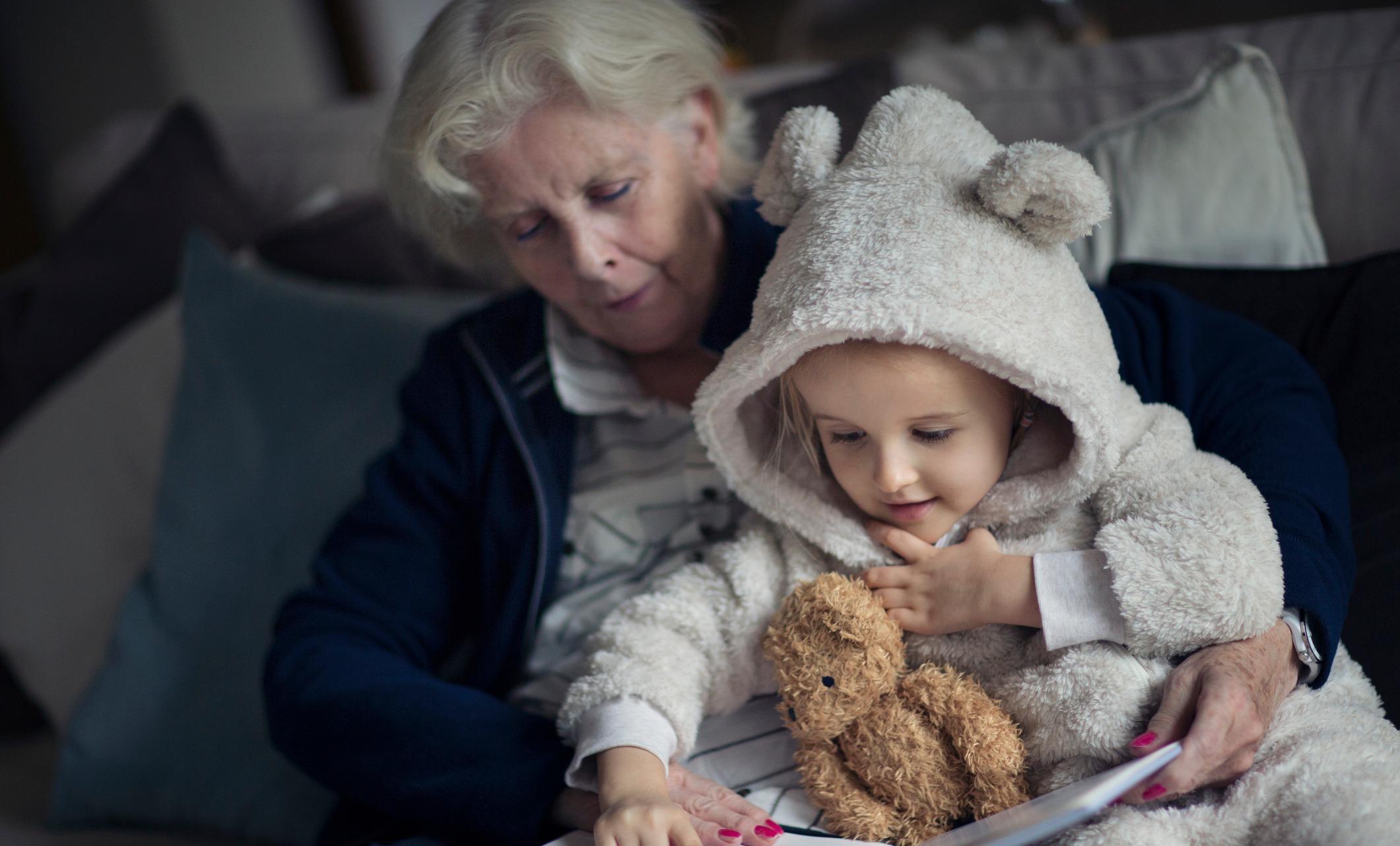 Почему нельзя оставлять ребенка с бабушкой — www.wday.ru