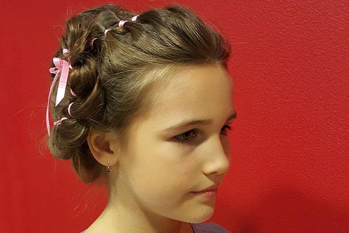 Фото №5 - Нескучные косички для школьницы: 2 варианта для будней и праздников