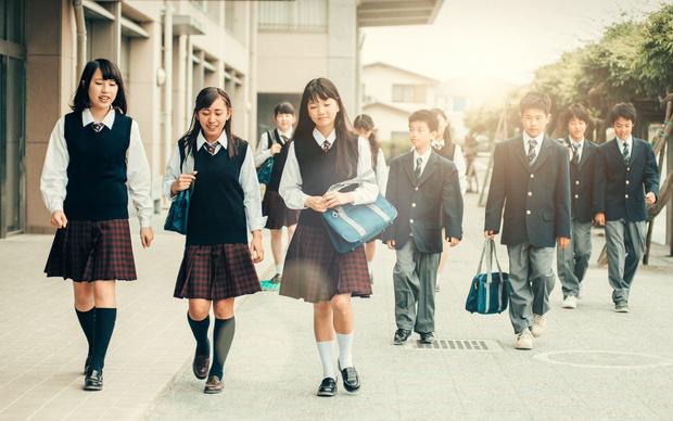 Фото №2 - От шорт до халата: как выглядит школьная форма в разных странах