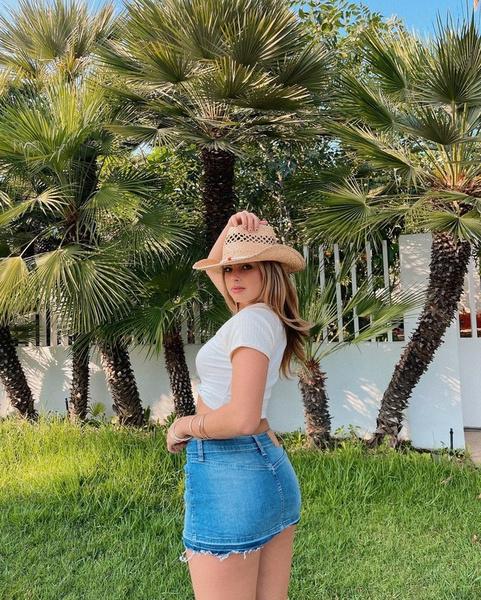 Фото №1 - С чем носить джинсовую юбку: показывает Эддисон Рэй