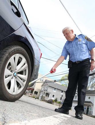 Фото №2 - Белая метка: зачем американская полиция маркирует колеса авто мелом