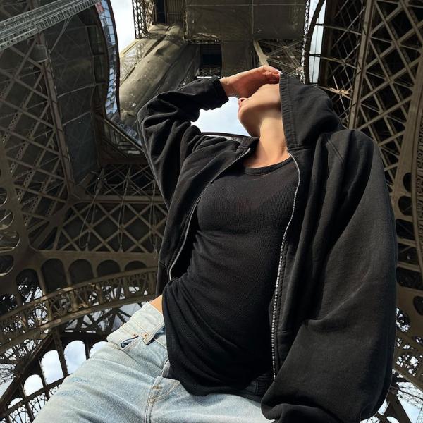 Фото №1 - Настя Ивлеева забралась на Эйфелеву башню. Символ Парижа был закрыт более 6 месяцев 😲