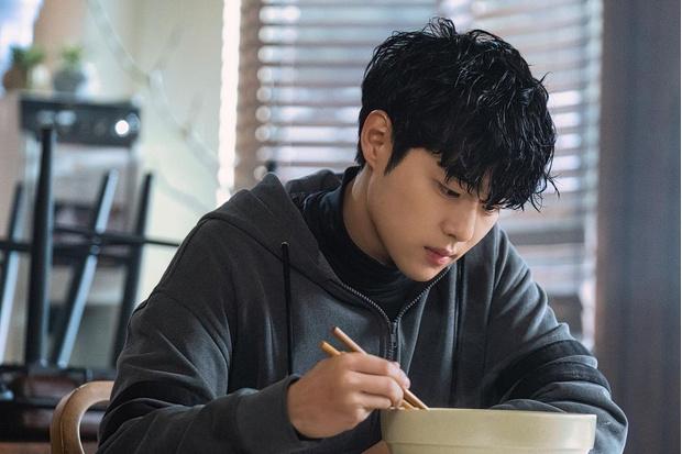 Фото №2 - Актер Чо Пён Гю из дорамы «Чудесный слух» отдает всю свою зарплату родителям 😯