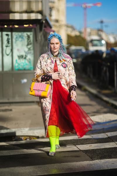 Фото №3 - Советы стилиста: правила сочетания ярких цветов в одежде