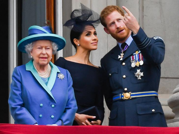 Фото №4 - От самого любимого внука до «врага семьи»: как менялись отношения принца Гарри и Королевы