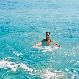 Эффективность акваэробики во многом объясняется сопротивлением, которое должно преодолевать наше тело в воде