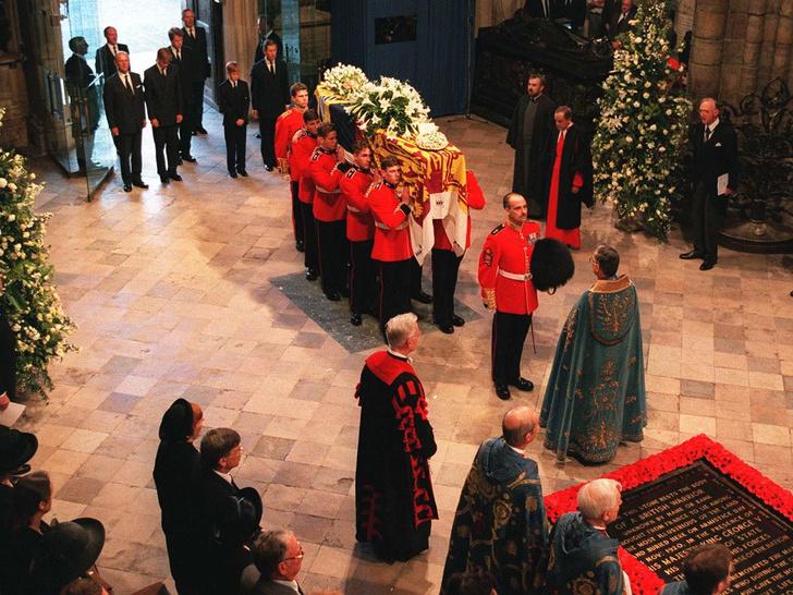 Фото №8 - От королевы Виктории до принцессы Маргарет: какими были похороны Виндзоров за последние сто лет