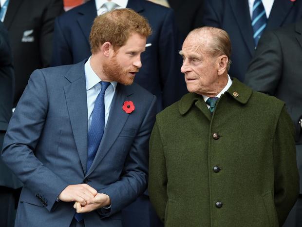 Фото №1 - Особая честь: о чем принц Филипп попросил Гарри перед «Мегзитом»