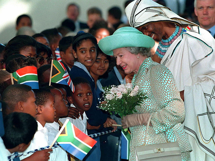 Фото №8 - 10 самых впечатляющих королевских туров Елизаветы, которые вошли в историю