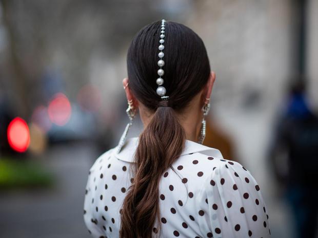 Фото №6 - Как носить жемчуг и не выглядеть старомодно: 6 стильных способов