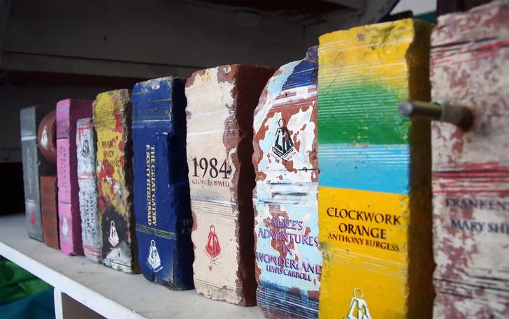 Фото №1 - Австралийские книги из кирпичей