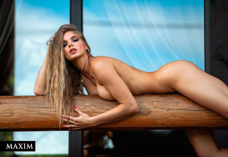 Фото №3 - Победная фотосессия Мiss MAXIM 2021 Валерии Богачевой и еще девяти финалисток конкурса
