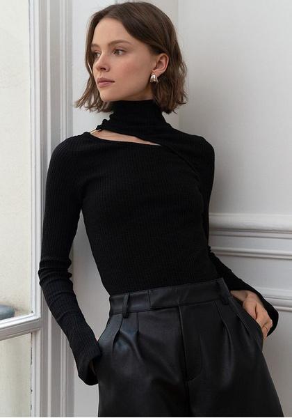 Фото №2 - Модный тренд весны 2021: водолазка с вырезами (и с чем ее носить)