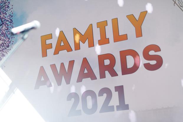 Фото №1 - Макеева с пасынком, беременная Арзамасова и другие гости премии Family Awards