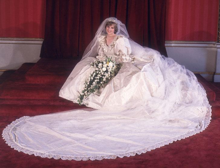 Фото №2 - Секретное свадебное платье принцессы Дианы