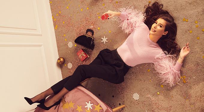 Кети Тапурия снялась в лукбуке новогодней коллекции Alla Pugachova