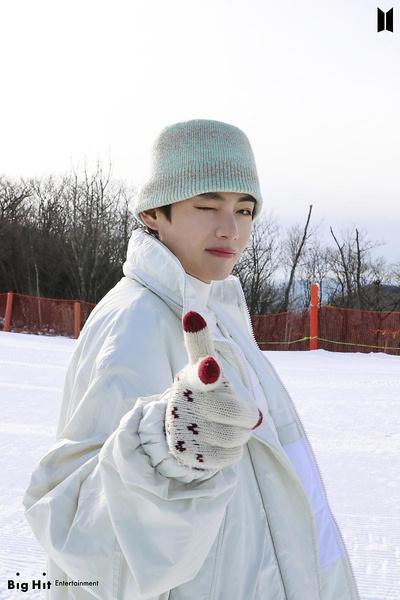 Фото №31 - Снежные ангелы: Big Hit Entertainment выложил 65 новых фото BTS 😍