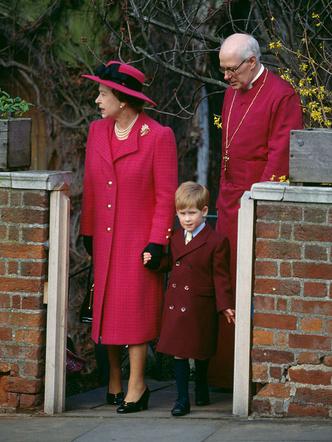 Фото №11 - Самые трогательные фотографии королевских бабушек и дедушек с внуками