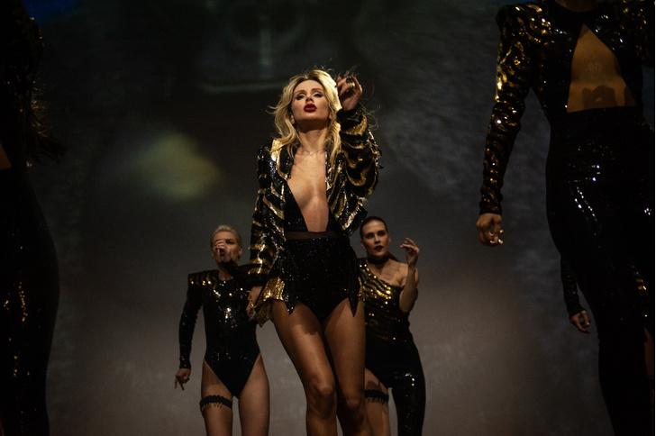 Фото №1 - Виртуальная Лобода, гигантская обезьяна, змеи и другие фишки шоу Superstar