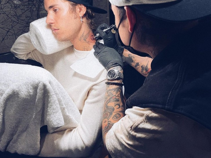 Фото №1 - Мама Джастина Бибера не оценила его новую татуировку