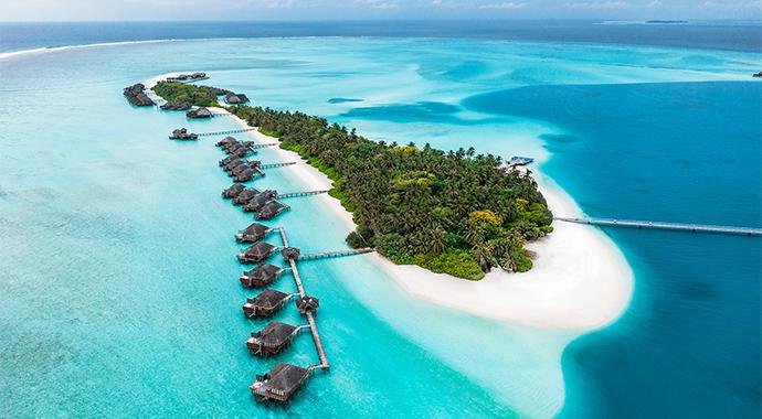 Новый год на Мальдивах: встреча с Сантой, white party и круиз на закате с дельфинами