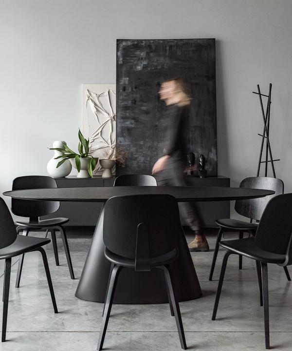 Монохромный офис дизайн-бюро Simple interiors