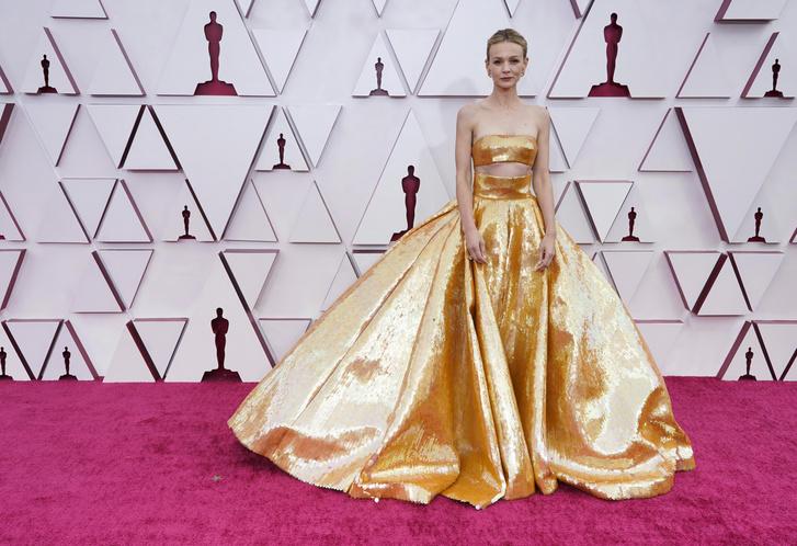 Фото №2 - Золотой век Голливуда: Кэри Маллиган в кутюрном платье Valentino