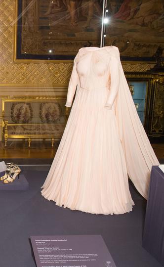 Фото №3 - Английская роза: каким было второе свадебное платье принцессы Евгении