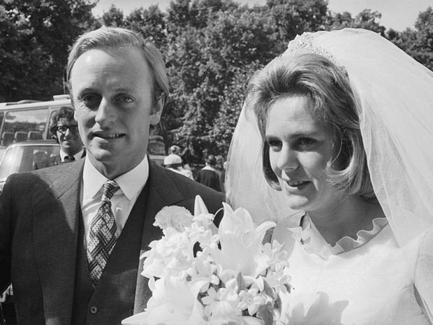 Фото №2 - Месть или любовь: почему королевская семья не верила в чувства Камиллы к Чарльзу