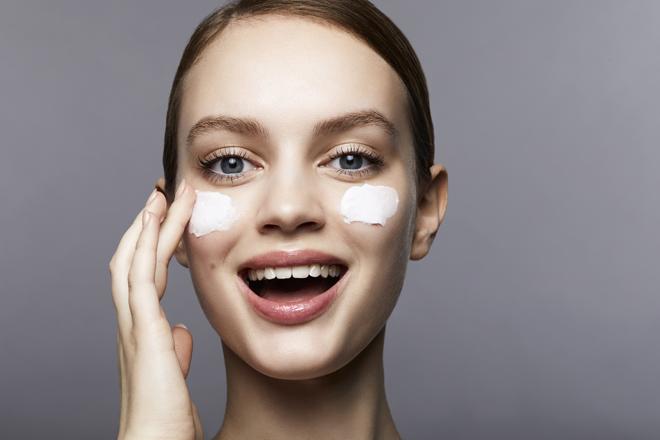 Фото №1 - 5 ошибок, которые ты допускаешь при увлажнении кожи