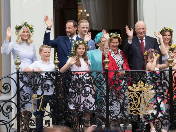 Фото №4 - Цена Короны: какая королевская семья обходится подданым дороже всего
