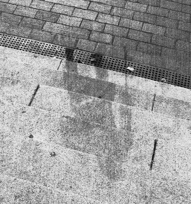 Фото №1 - Почему после взрыва в Хиросиме на домах остались тени людей?