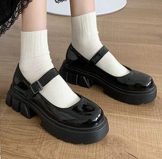 Фото №5 - Сменка в школу: самые модные и удобные лоферы и ботинки для стильных девчонок