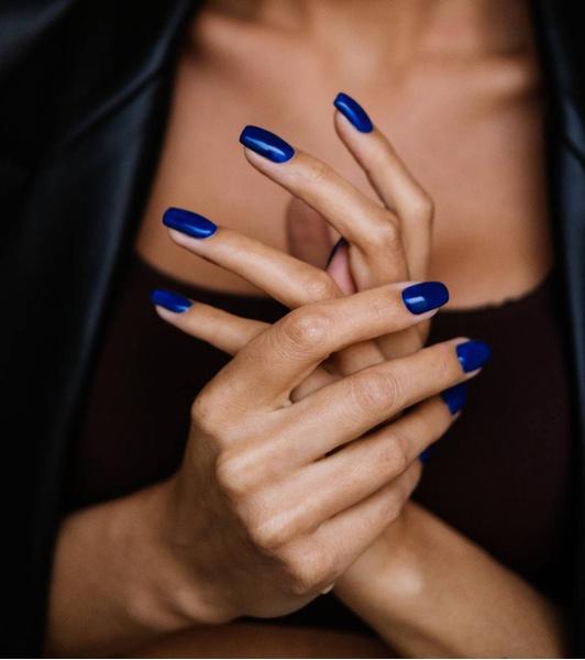 Фото №3 - С каким цветом ногти кажутся длиннее: 10 самых модных маникюров