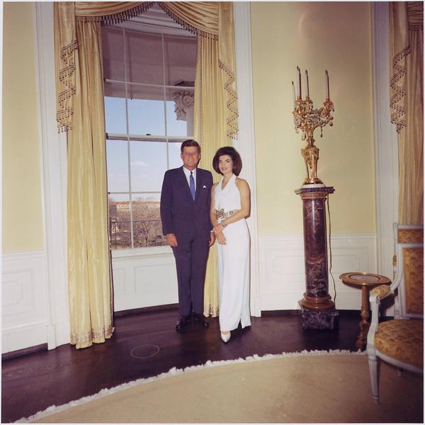Фото №2 - Брала пример с жены Никиты Хрущева и увезла детей из США: тайны Жаклин Кеннеди
