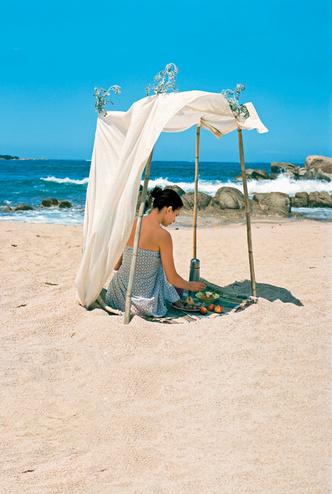 Легкий ланч в тени, на природе, любуясь игрой солнца и воды ... Прием пищи можно превратить в настоящую гурманскую медитацию.